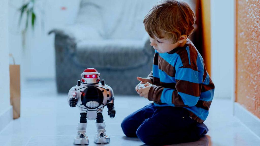 Niño jugando con Robot...Robot jugando con niño